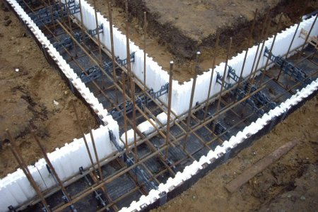 Строительство загородного дома – монолитный бетон