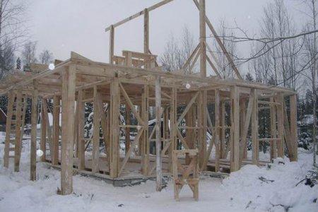 Есть ли смысл строить дом не в сезон?