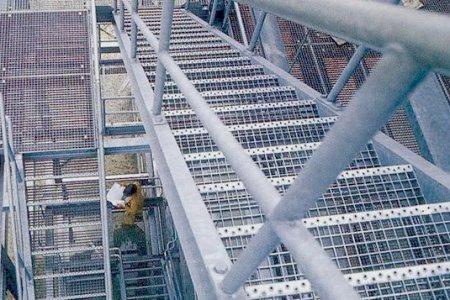 Фото 1 Применение решетчатого настила в отраслевом строительстве