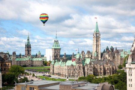 Иностранцы интересуются квартирами в Ванкувере и Торонто
